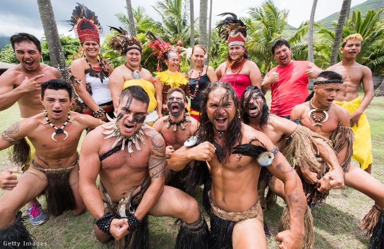 Ők a Marquises-szigetek lakói, és ilyen szerelésben várják a turistákat