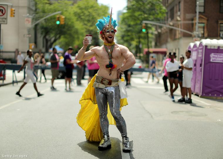 Elég sok a bepótolnivalónk a New York Pride tekintetében egyébként: többek között ez a fiatalember is.