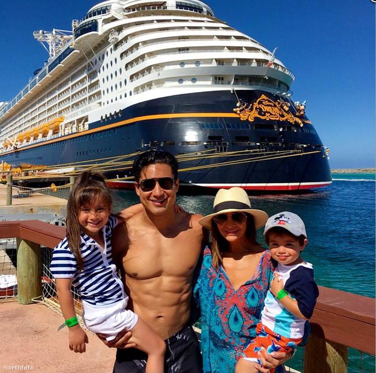 Hopp, Mario Lopezék meg elmentek hajókázni idén nyáron! Ezt a képet az Instagramján osztotta meg.