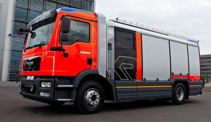 A Rosenbauer AT, a magyar változattal ellentétben, több jármű alvázára is applikálható. Ha kell akár a Volvo-Renault is számításba jöhet