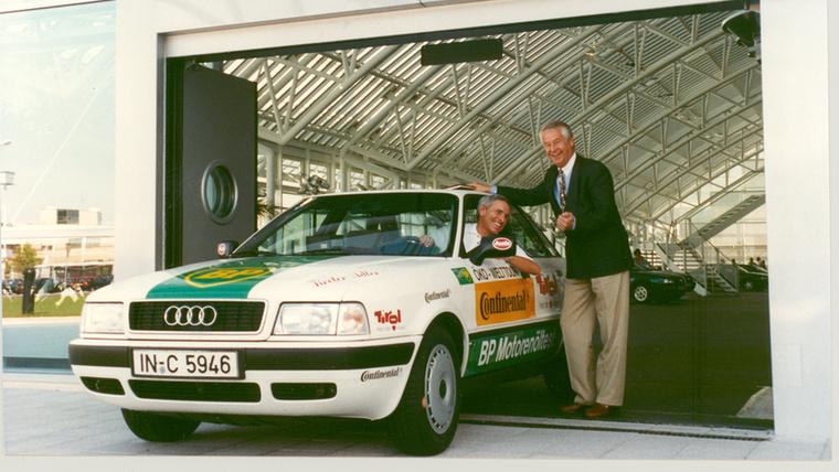 Gerhard Plattner szakújságíró 1992-ben egy szériaállapotú 80-assal kerülte meg a Földet Ingolstadtból indulva
