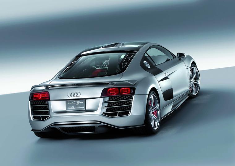 Az R8 V12 TDI tanulmányt 2008-ban, Detroitban mutatták be, nem sokkal később Genfben pedig kiállították az R8 TDI Le Mans-t