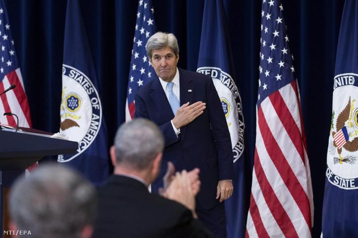 John Kerry amerikai külügyminiszter miután ismertette a távozó Obama-kormányzat közel-keleti békefolyamattal kapcsolatos irányelveit a washingtoni külügyminisztériumban 2016. december 28-án.