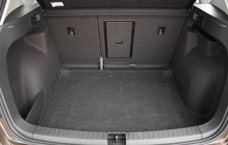 510 literes az elsőkerékhajtású változat csomagtere, de összekerékhajtással is csak 25 literrel kisebb