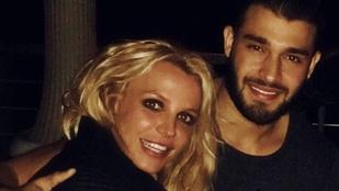 Fényképes bizonyíték: Britney Spears az új fiújával szilveszterezett