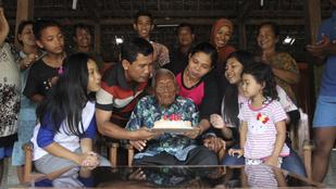 Amíg ön a szilveszteri bulira készült, ez a férfi a 146. születésnapját ünnepelte