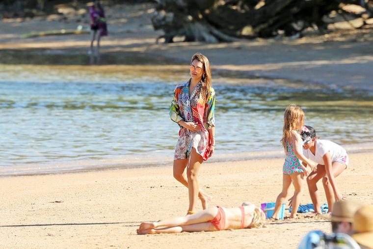 Jessica Alba Hawaii-t választotta a családjával