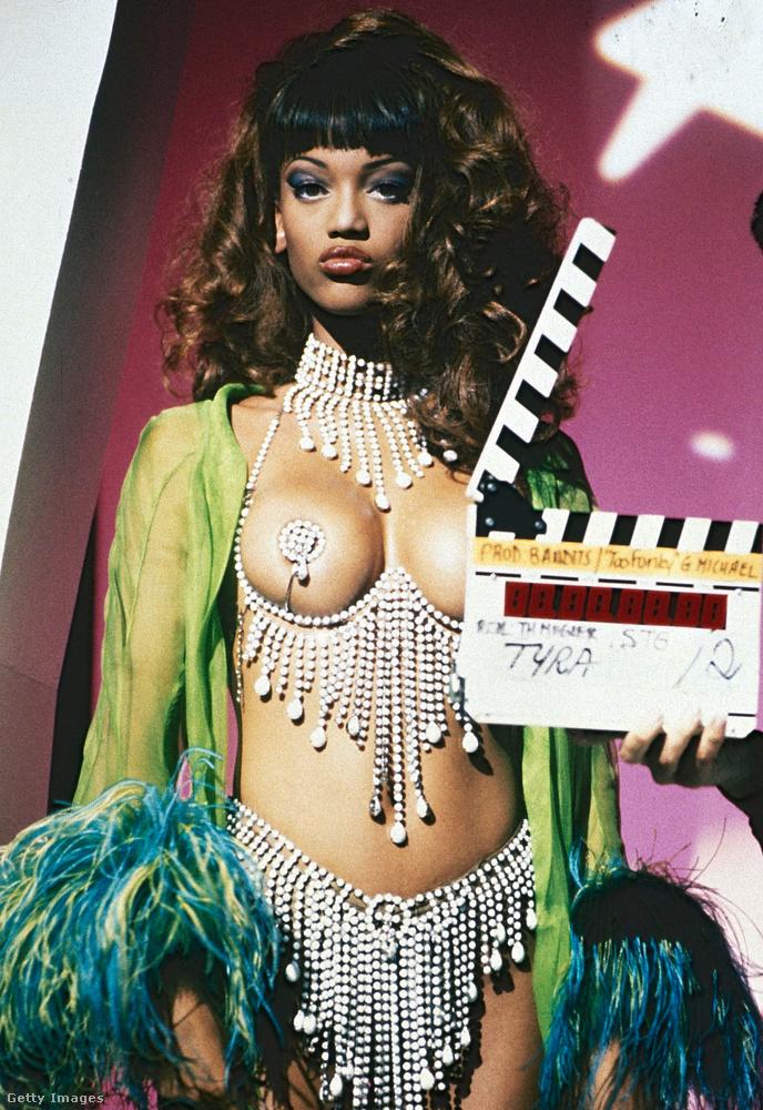 Hanem Tyra Banks például ezt viselte a felvételen