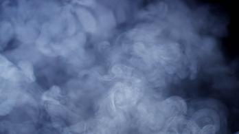 Füst árad a motortérből