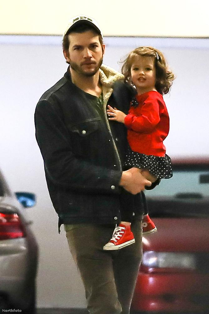 Nyilván mindenki arra kíváncsi, hogy néz ki a pár második gyereke, aki egyébként kisfiú és a Dimitri Portwood Kutcher nevet kapta.A képen a házaspár kétéves kislányát, Wyatt Isabellét látja