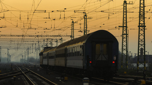 Egymásba csúszott két vonat Ceglédnél
