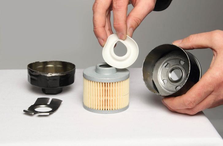 Ez a gumi akadályozza meg az olaj visszafolyását a szűrőből.