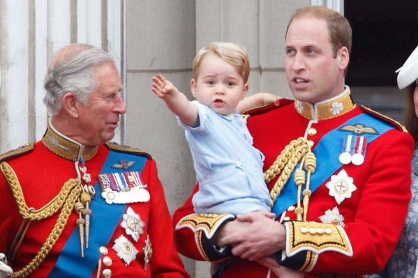 György herceg apja Cambridge és Wales hercegeivel.