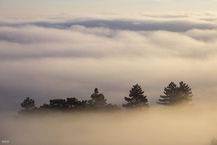 Így nézett ki a táj a hármashatár-hegyi kilátóból fotózva január 2-án.