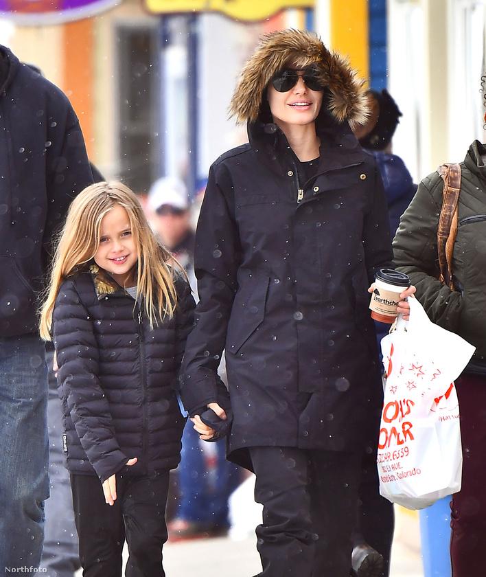 Egy kicsivel korábban egy másik kislányával Vivienne Jolie-Pittel is kint járt a városban