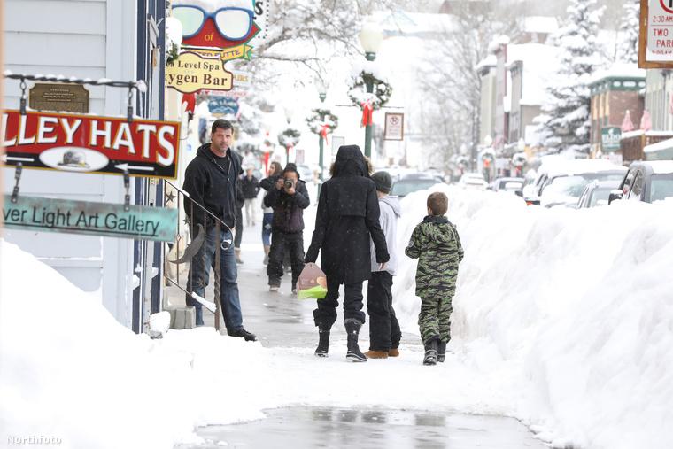 Hát ekkora hóesésben fagyiztak Szemben pedig a paparazzók működési elvét láthatja