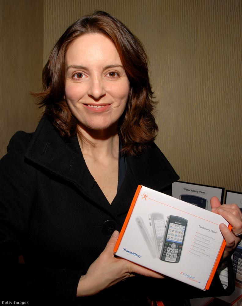 Tina Fey és az akkori menő mobil.