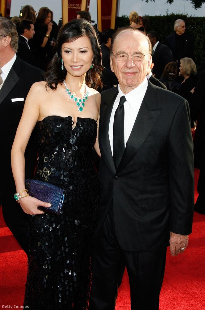 Különösen fontos kép, sőt kordokumentum ez, amin Rupert Murdoch és felesége Wendi Deng látható