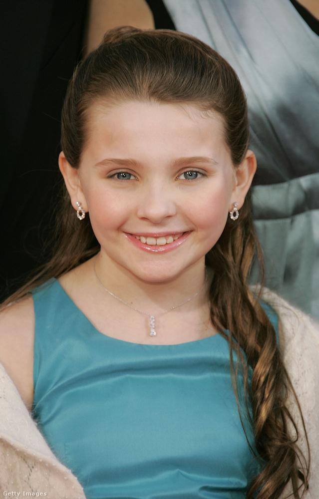 A család kicsi kincséből ismert kislány, Abigail Breslin mára felnőtt és az énekléssel próbálkozik.