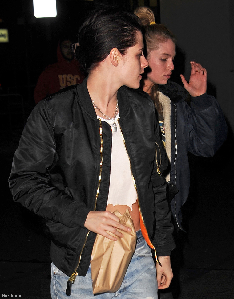 Kristen Stewart mögött Stella Maxwell.
