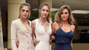 Sylvester Stallone lányainak éppen csak annyi a dolguk, hogy jól nézzenek ki