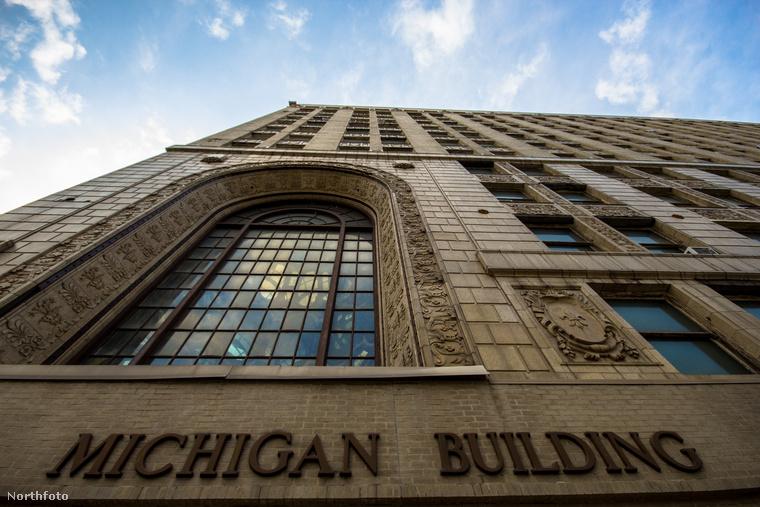 Érdemes megemlíteni Detroitban a Michigan Színházat
