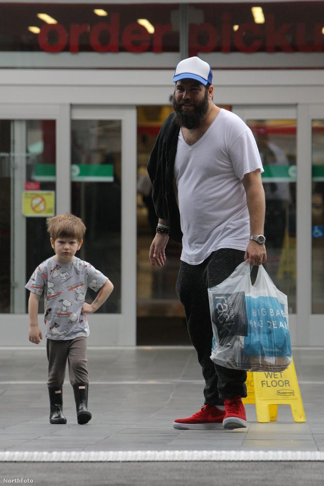 Adele barátja, Simon Konecki, és kisfia, Angelo Konecki együtt mentek bevásárolni Los Angelesben