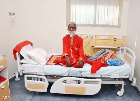 Prahlad Jani jógi 70 éve nem eszik és nem iszik