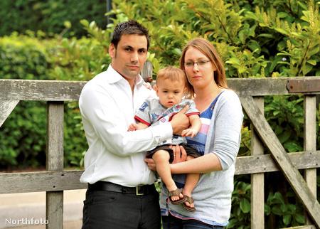 Greg és Colette Beard fiukkal, Lewis-szal két évvel azután, hogy a csecsemő kóli-fertőzést kapott egy lutoni kórházban