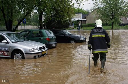 A megáradt Szinva patak Miskolcon a diósgyőri városrészben