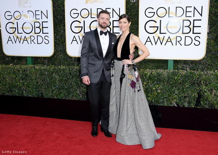 Justin Timberlake és Jessica Biel üdvözlik önt! Ebben a galériában a zenész és a színésznő, de főleg utóbbi segítségével fogjuk bemutatni a 2017-es Golden Globe-díjátadó legfőbb nyerteseit.                         Mindeközben persze azt sem sumákolhatjuk el, hogy Biel dekoltázsa milyen váratlan terjedelmű, de esetében megelégedünk a vizuális jellemzéssel.
