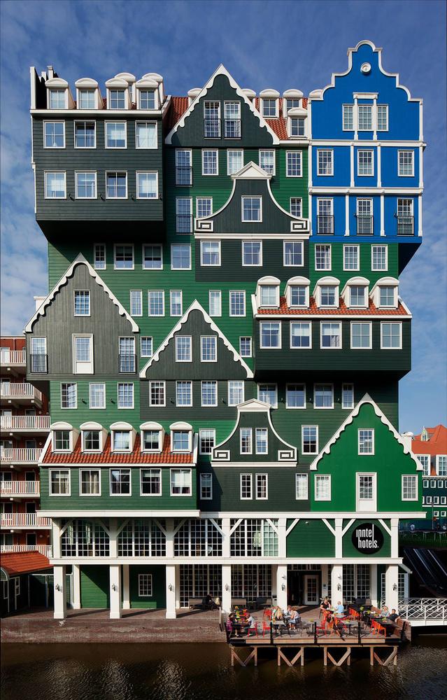 A hollandiai Zaandamban megtalálható Inntel Hotel külseje annyira extrém, hogy az embernek az a benyomása támad, tervezője valamilyen ütős tudatmódosító szer hatására cselekedett