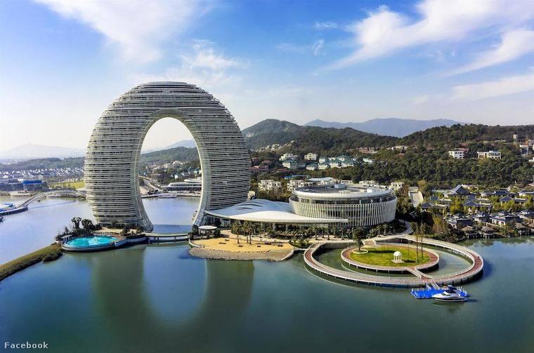 A Sheraton Huzhou Hot Spring Resort luxushotelért a kínai Hozhou városáig kell utaznia