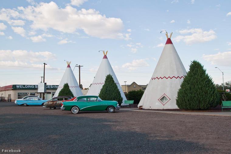 A Wigwam Motel az Arizona állambeli Holbrookban, a legendás hírű 66-os út mellett fekszik, ahol indián sátrakra emlékeztető viskók, illetve retro amerikai autók ütőképes kombinációjával várja a megfáradt utazókat.