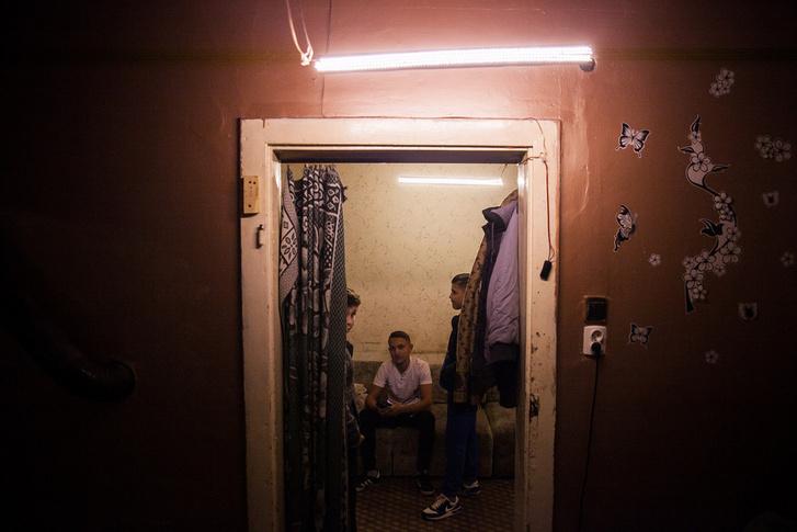 Másnap Károlyéknál a LED-sorok fényében már vendégeket is fogadtak