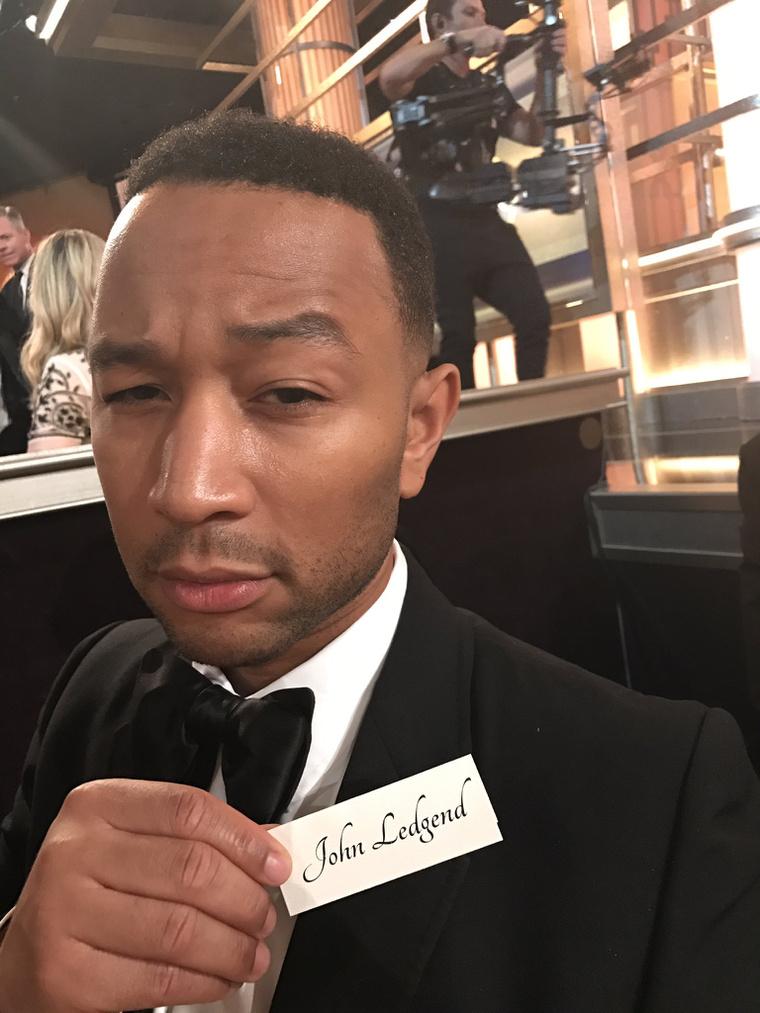 A zenész felesége tette szóvá a Twitteren, hogy Legend helyett Ledgendnek írták a férje nevét az ültetőkártyán. Hopp.