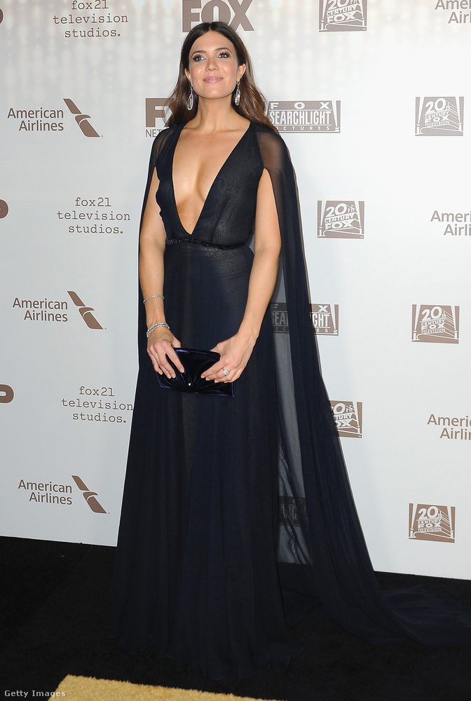 Neki meg még nagyobb volt a dekoltázsa, viszont kevésbé híres: Mandy Moore színésznő látható ezen a képen