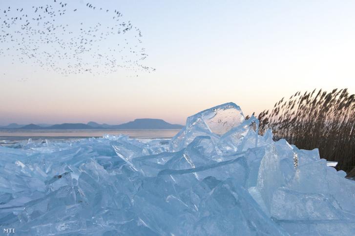 Nem biztonságos még mindenhol a Balaton jege