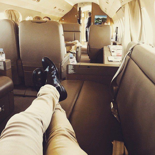 A képeket a Richkidsnaija Instagram oldal gyűjti, a Nigériában élő leggazdagabb családok sarjainak nyilvános profiljairól, akik nem rejtik el milyen életet élnek