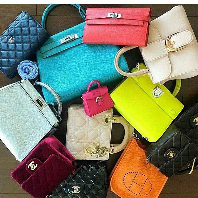 A táskákból is kell mindenféle színű.