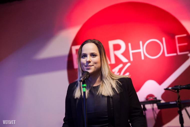 Tarján Zsófia, a Honeybeast énekesnője.