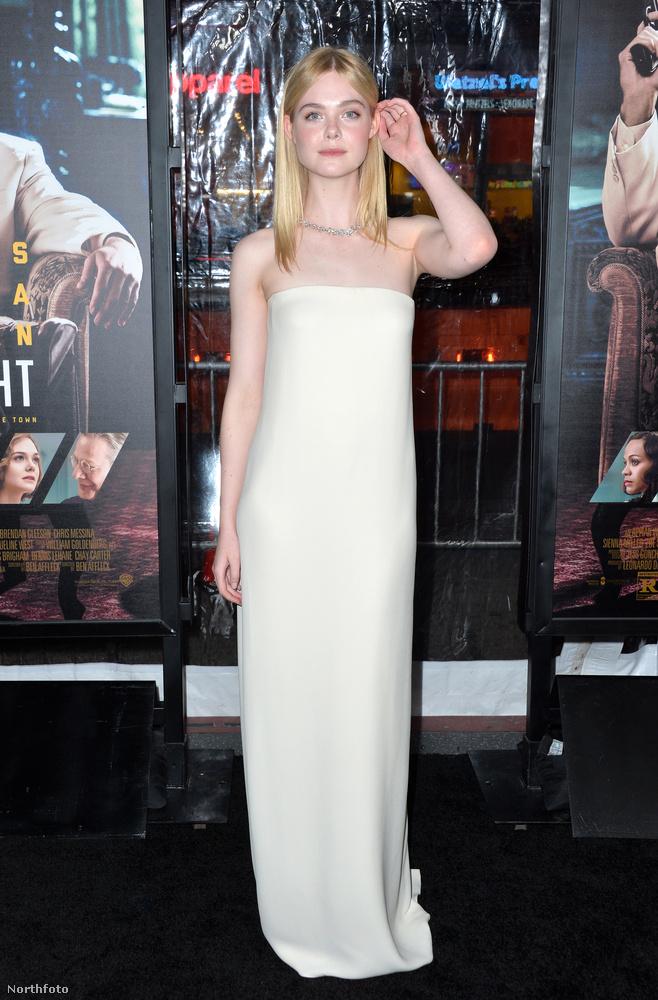 Búcsúzóul itt egy kép a szendén szexis fogalmát rendkívül eredményesen megvalósító Elle Fanning színésznőről is,viszlát!