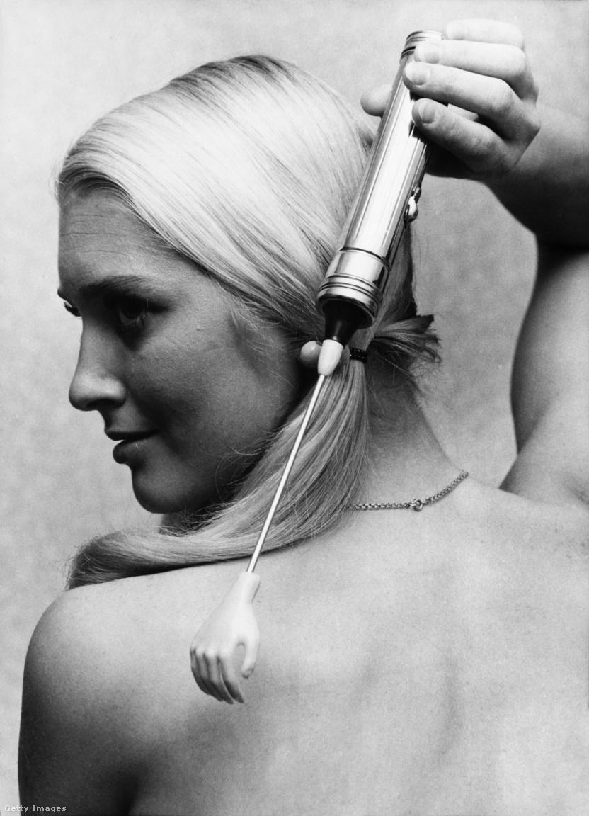 1969: elektromos hátvakarógép. Nem is mondanánk erről többet.