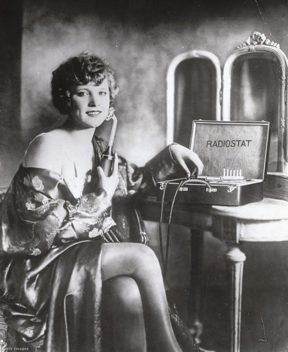 Az 1920-as években, amikor is mindenféle sugárzástól csodás, gyógyító, szépítő hatást reméltek az emberek, mutatták be a Radiostat ránctalanítót is, ami rádióhullámok segítségével fiatalította a nőket.