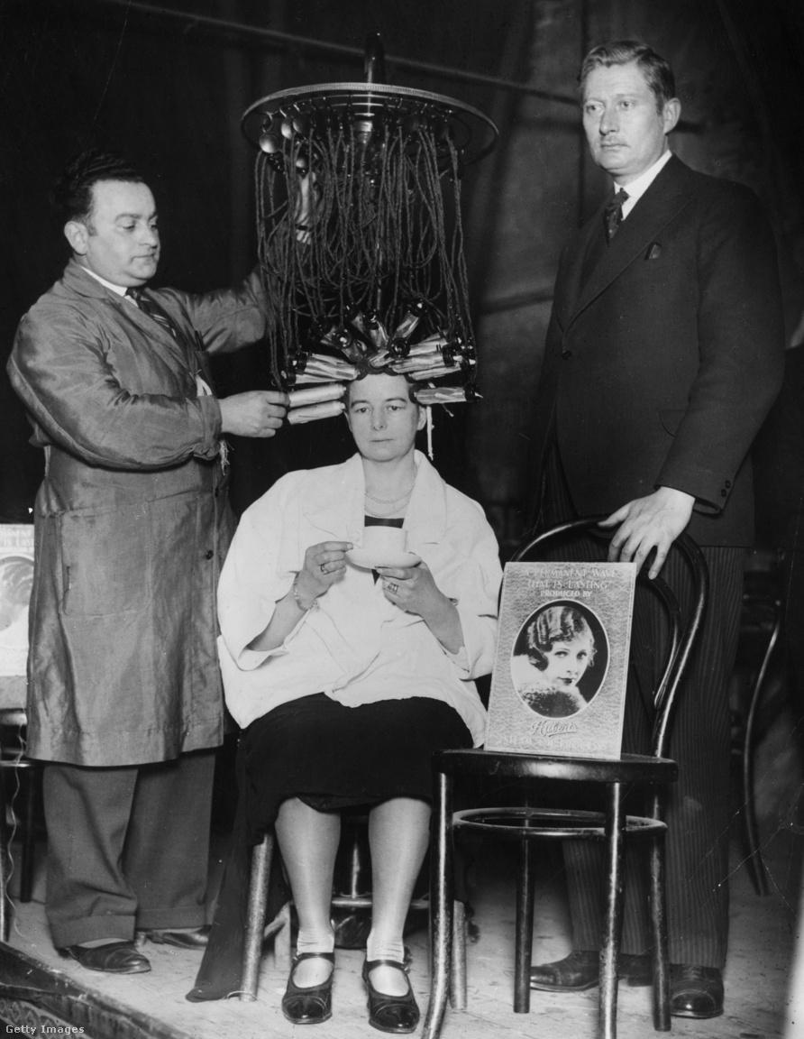 1930-as években mutatták be az olajgőzölős hajbodorítót, amivel tartós hullámot tudtak csinálni a vállalkozó kedvű nőknek.
