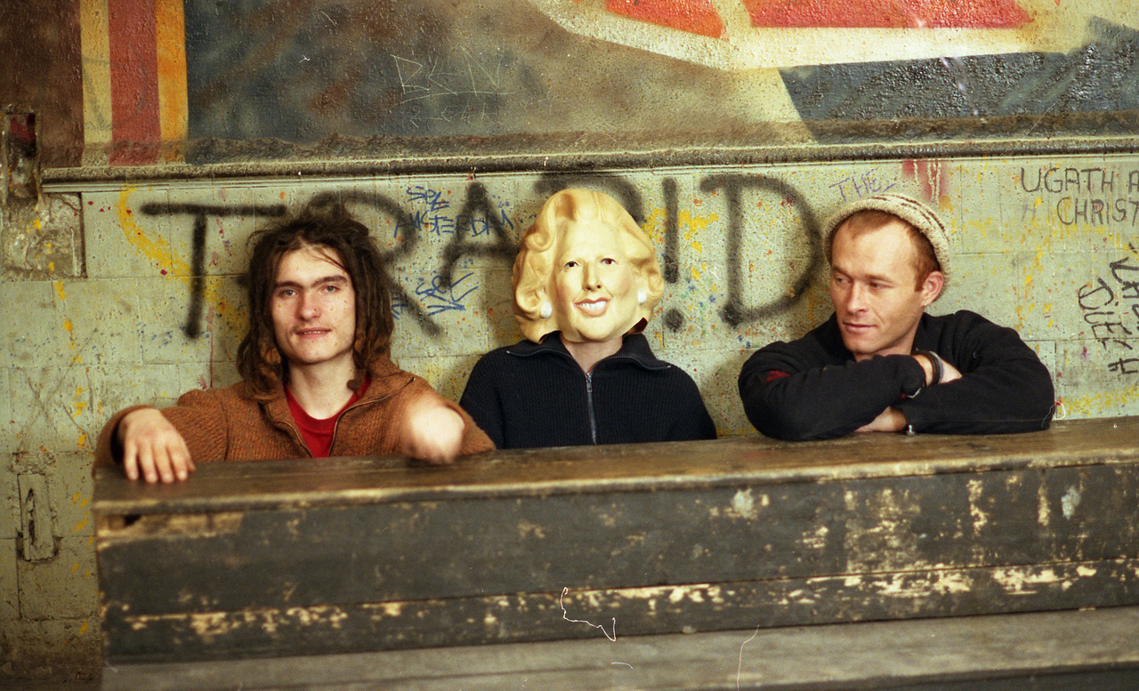 Trottel - a jobb oldalon a punkzenekarként induló, folyton kísérletező együttes állandó tagja, Rupaszov Tamás.