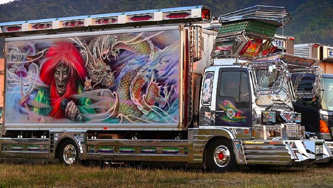 A króm gyakorlatilag az összes dekotora teherautót ellepi.