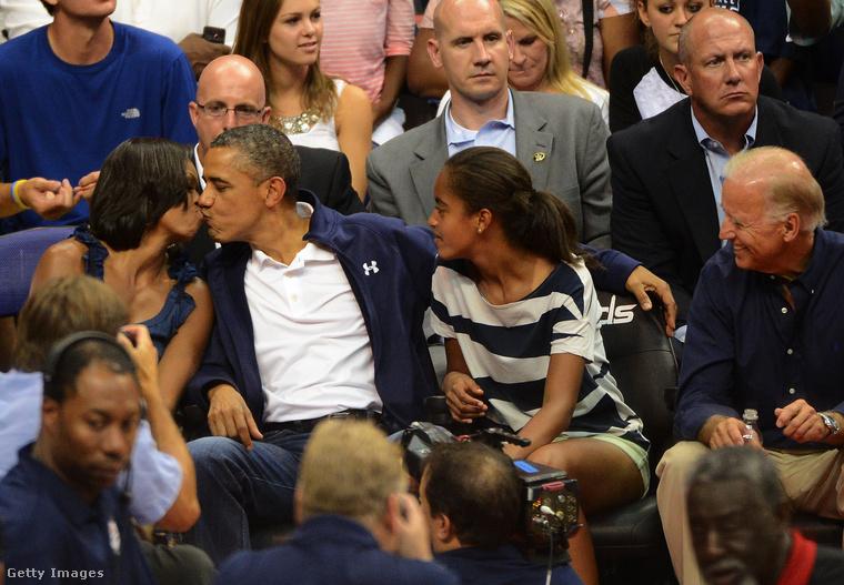 Talán soha nem volt olyan first lady, aki ennyit segített volna a férjének abban, hogy az népszerűségét megtartsa