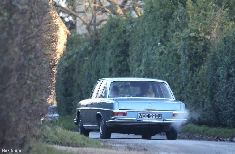 Ennek a kocsinak is fontos szerepe volt: Kate Moss lepte meg vele barátjátkarácsonyi ajándék gyanánt