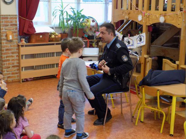 A győri gyerekek érdeklődve fogadták az ovizsarut.